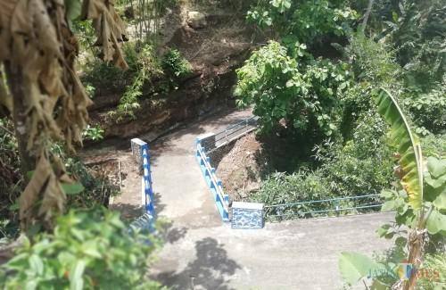 Jembatan Sudo, Sumberagung, Sumawe, dilihat dari atas. Jembatan yang membuat Dinas PU Bina Marga angkat bicara (foto: Nana/ MalangTIMES)