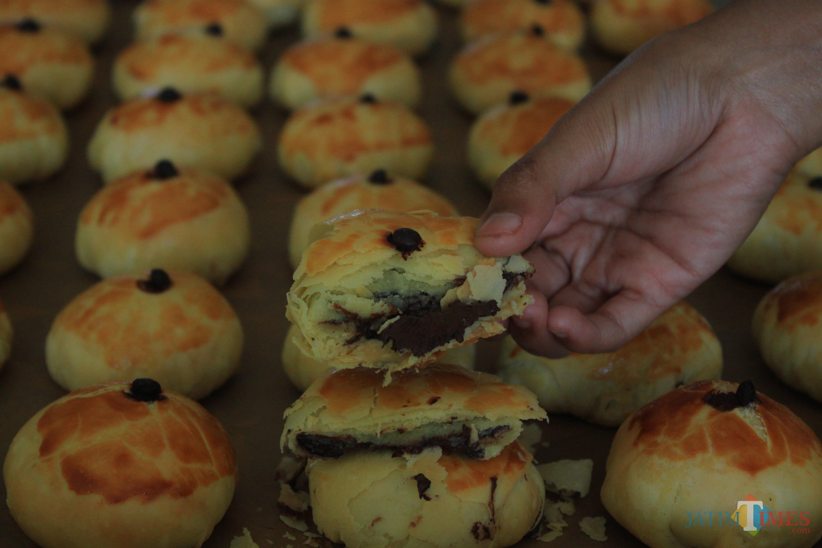 Bakpia rasa coklat milik Pia Cap Topeng yang menjadi favorit.