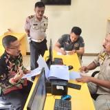 Wakil Wali Kota Batu Punjul Santoso saat melaporkan  di SPKT Polres Batu,�Selasa (29/1/2019). (Foto: Irsya Richa/MalangTIMES)
