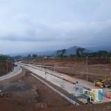 Ilustrasi, pembangunan jalan Tol Malang-Pandaan yang tengah dikebut untuk dioperasionalkan pada 2019 ini. (Foto: Nurlayla Ratri/MalangTIMES)