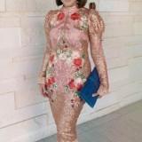 Segarnya Gaya Maia Estianty dengan Sequin Dress Pink Beraksen Khas Summer