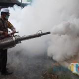Fogging yang dilakukan Polres Blitar di Ponpes.(Foto : Team BlitarTIMES)