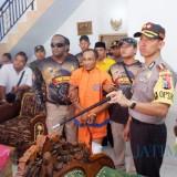 Inilah Rohmat yang berhasil diringkus tim Cobra Polres Lumajang (Foto : Moch. R. Abdul Fatah / Jatim TIMES)