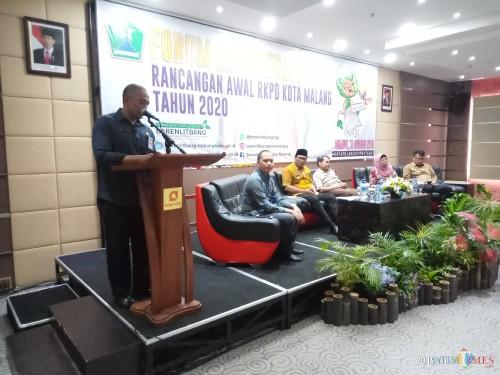 Kepala Barenlitbang ketika memberikan sambutan pembukaan dalam Forum Konsultasi Publik rancangan awal RKPD Kota Malang tahun 2020 (31/1/2019). (Anggara Sudiongko/MalangTIMES)