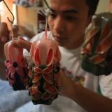 Pembuatan lilin ukir Diandra Candle (foto Luqmanul Hakim)