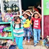 Para pelajar TK�Dahlia 1 Desa Gunungsari, Kecamatan Bumiaji saat dievakuasi keluar dari kelas Kamis (31/1/2019). (Foto: Irsya Richa/MalangTIMES)