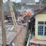 Dipicu Arus Pendek, Satu Rumah Warga Ludes Dilahap Api