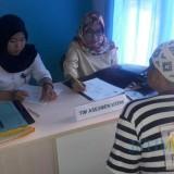 Tersangka (baju tahanan) yang terlibat kasus narkoba saat menjalani serangkaian asesmen terpadu, Kabupaten Malang (Foto : BNN Kabupaten Malang for MalangTIMES)