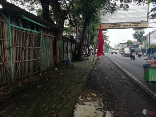 Rest area Talangagung, Kepanjen, yang menjelma kios dan warung yang tidak tertata dan tersentuh pemerintah daerah. (Nana)