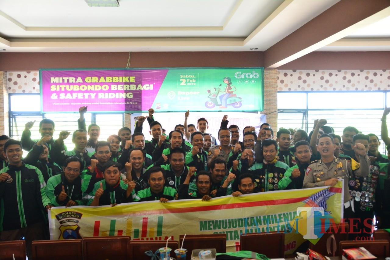 Komunitas Grab foto bareng Kapolres (Foto Heru Hartanto/Situbondo TIMES