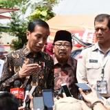 Presiden RI Joko Widodo saat memberikan keterangan kepada wartawan di Surabaya