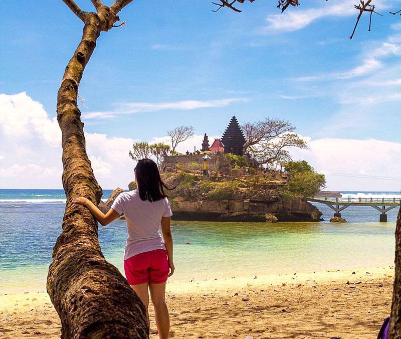Kecantikan Pantai Balekambang kerap dihajar kabar bohong atau hoax (malaspulang.com)