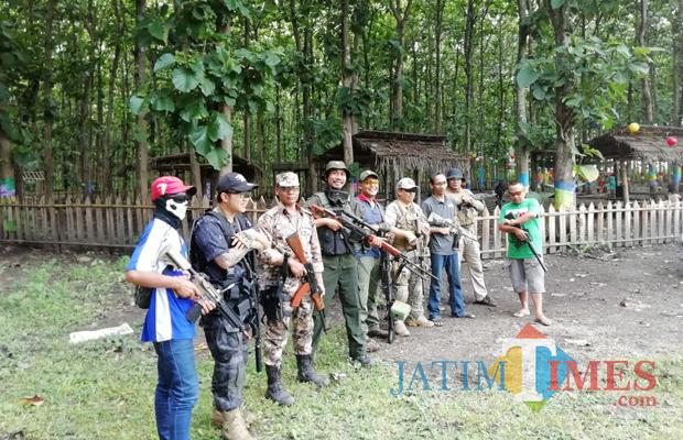Pasukan Bravo Malang bersiap perang di The Jaten Park Kebonsari, Minggu (03/02/2019) (Nana)