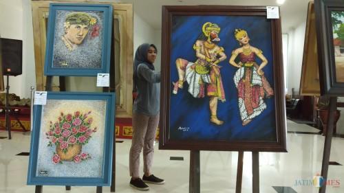 Deretan lukisan cantik yang dipamerkan di gedung DPRD Kota Malang. (Pipit Anggraeni/MalangTIMES).