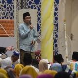 Wakil Bupati Jember  Drs KH Abdul Muqit Arief  saat hadir dalam pengajian di Masjid Roudhatul Muchlisin Kaliwates.