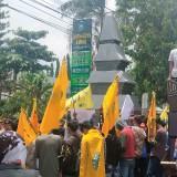 Aksi demo PMII Cabang Situbondo di depan Kantor Pemkab Situbondo Tuntut Bupati Copot Sekda dan ASN Lainnya yang di duga terlibat Korupsi DBHCT tahun 2015 (Foto Heru Hartanto/Situbondo TIMES)