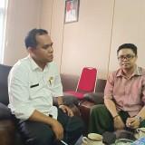 Rabu, 06/02/2019 (Plt Kadis PUPR (Mulyadi) Bersama GM Bondowoso Times (Indra S) bertempat di ruangan Kadis PUPR Bondowoso.
