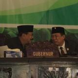 Gubernur Jatim Soekarwo (kiri) dan Ketua DPRD Kota Probolinggo Agus Rudiyanto Ghofur di acara sertijab. (Agus Salam/Jatim TIMES)