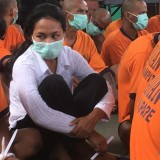 Seorang perempuan yang divonis menjadi tersangka dalam kasus peredaran narkoba, Kabupaten Malang (Foto : Ashaq Lupito / MalangTIMES)