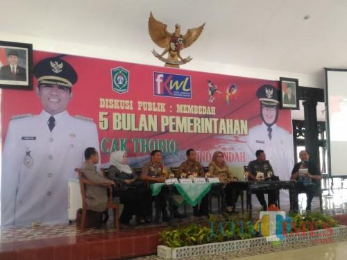 Di Forum diskusi publik inilah Bupati Lumajang H. Thoriqul Haq melempar gagasan Quality Lumajang (Foto : Moch. R. Abdul Fatah / Jatim TIMES)