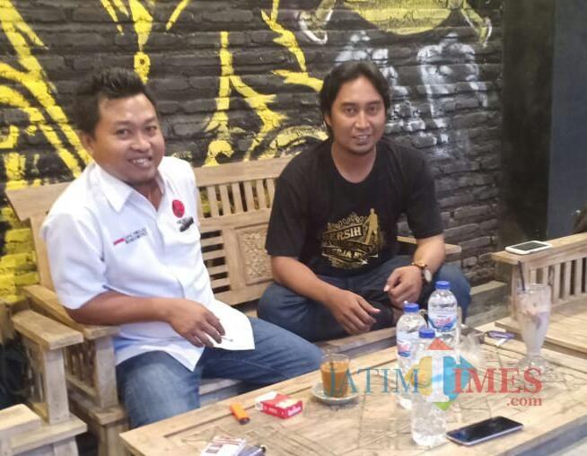 Rabu, 06/02/2019 Ketua Projo Dedi Prasetiyo bersama sekretaris Andre Mustofa di Cafe Kampung Kopi Bondowoso