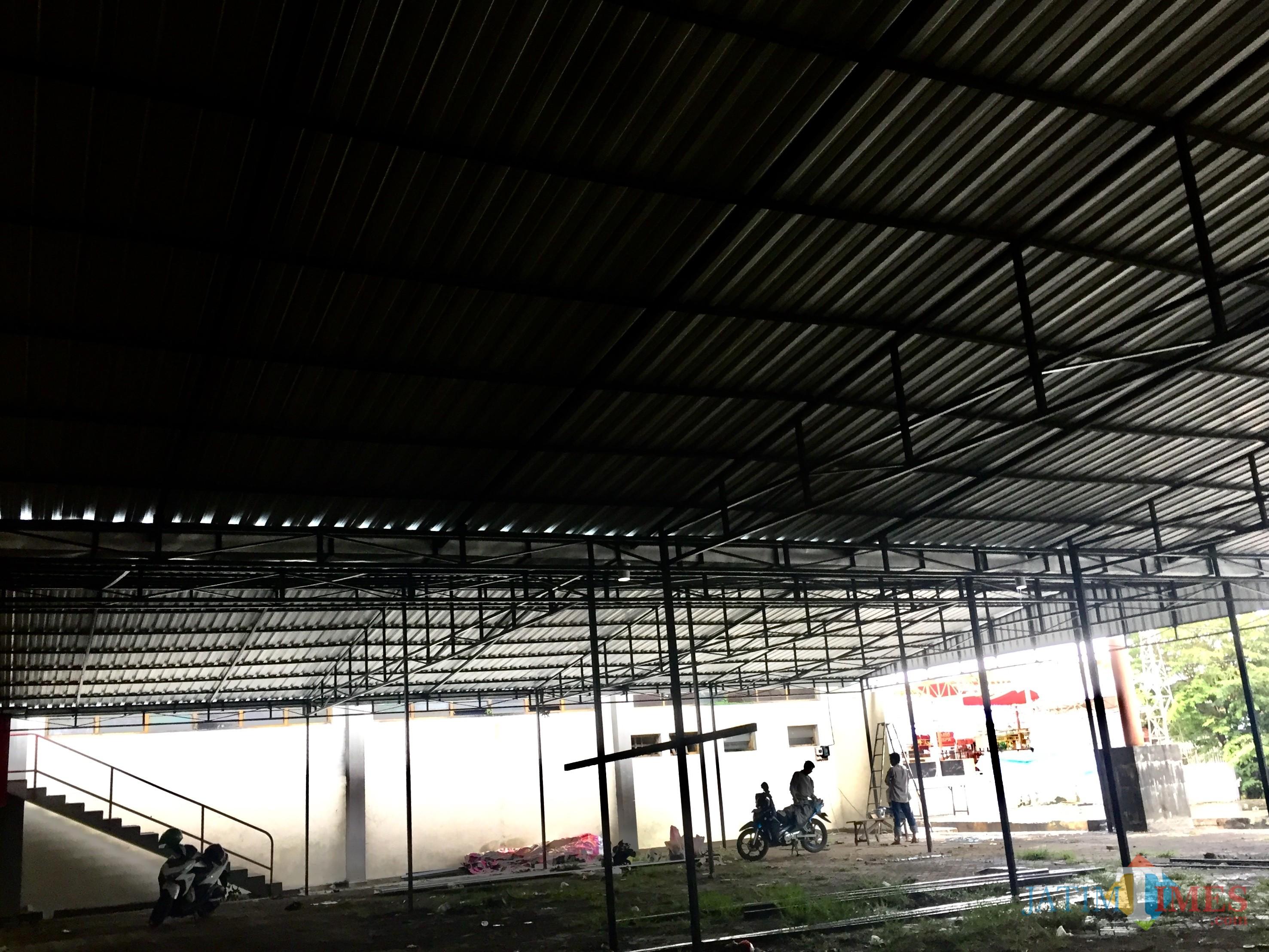 Area bakal Pasar Panggung yang masih dalam pengerjaan di Selatan Gor Ganesha, Alun-Alun Kota Batu. (Foto: Irsya Richa/MalangTIMES)