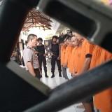Kapolres Tulungagung AKBP Tofik Sukendar saat menasehati para pelaku penyalahgunaan narkoba. (foto :  joko pramono/jatimtimes)
