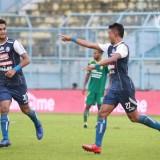 M Rafli (kiri) saat masih membela Arema FC pada kompetisi Liga 1 2018 lalu (official Arema FC)