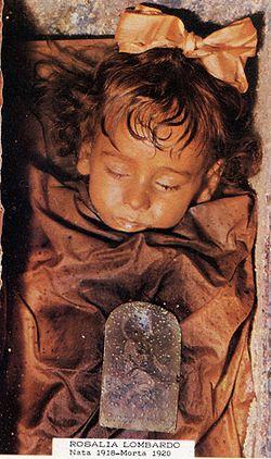 Mumi Rosalia yang begitu awet sampai saat ini (Wikipedia)