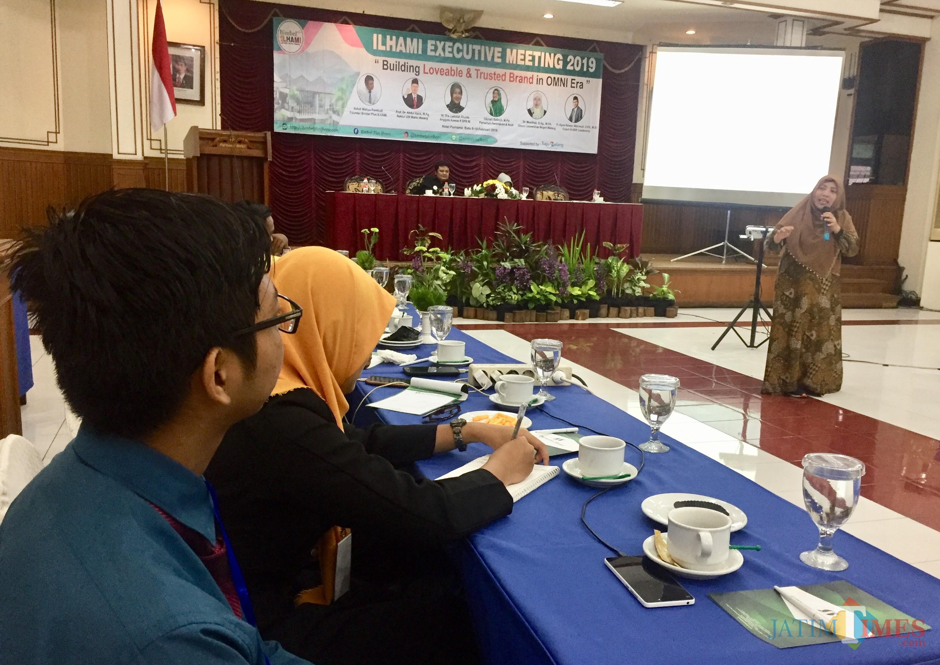 Tim Bimbel Plus Ilhami saat mengikuti�Ilhami Executive Meeting 2019�di Hotel Purnama, Desa Punten, Kecamatan Bumiaji, Sabtu (9/2/2019). (Foto: Irsya Richa/MalangTIMES)