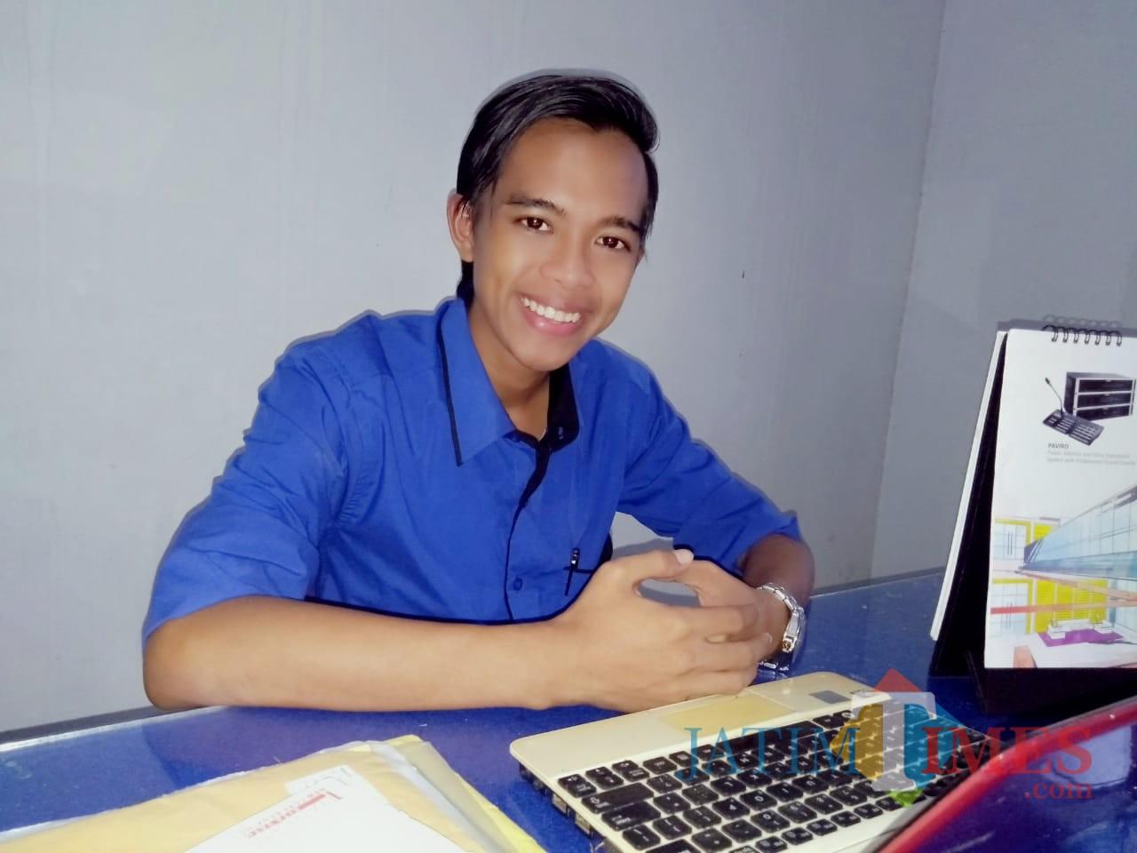 Muhammad Uday Robiansyah (24) pengusaha muda Lumajang yang bergerak dibidang produksi GRC (Foto : Moch. R. Abdul Fatah / Jatim TIMES)