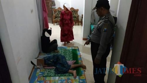Petugas Lakukan Olah TKP di rumah korban dugaan percobaan pencabulan / Foto : Dokpol / Tulungagung TIMES