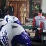 Bupati Jembet dr Hj Faida MMR saat memberikan sambutan kepada petugas Pendopo Ekspres. (foto : Moh. Ali Makrus / Jatim TIMES)