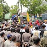 Aksi demo PMII Situbondo di depan Kantor Pemda (Foto Heru Hartanto/SitubondoTIMES)