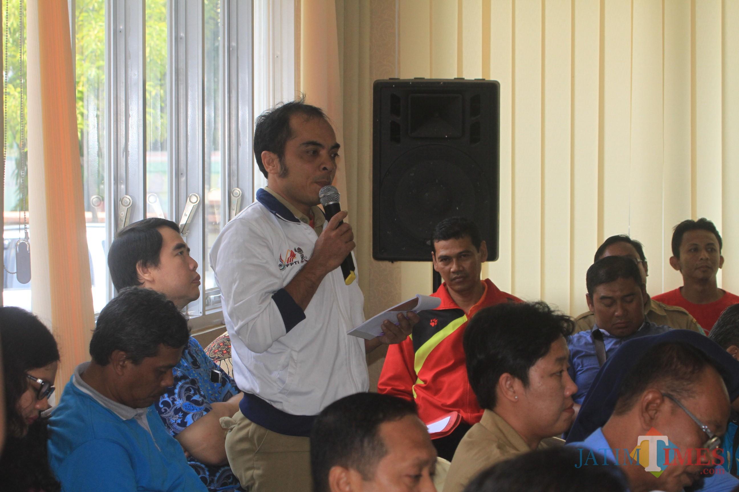 Iwan Rosyidi, pelatih climbing internasional saat curhat ke komisi 3 DPRD Kota Probolinggo (Agus Salam/Jatim TIMES)