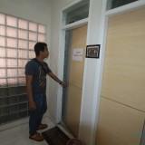 Kamar Mandi (Toilet) di dekat komisi II DPRD Kota Probolinggo, yang tidak berfungsi (Agus Salam/Jatim TIMES)