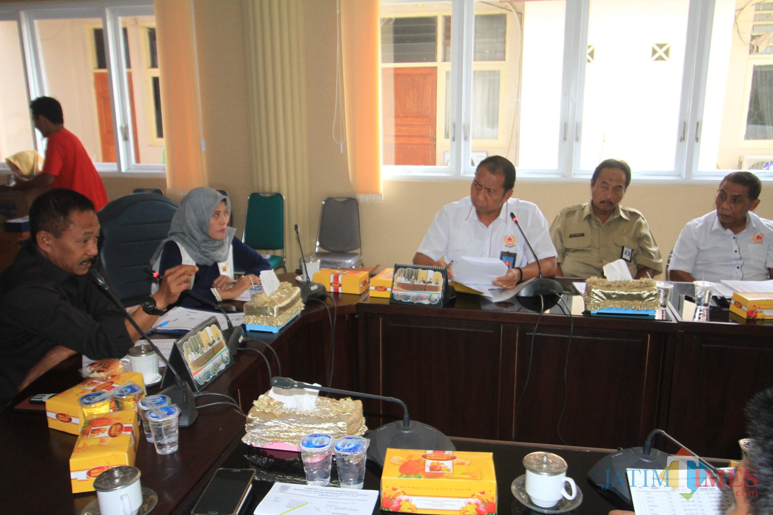 Suasana RDP komisi III dengan Koni dan Disdikpora Kota Probolinggo (Agus Salam/Jatim TIMES)