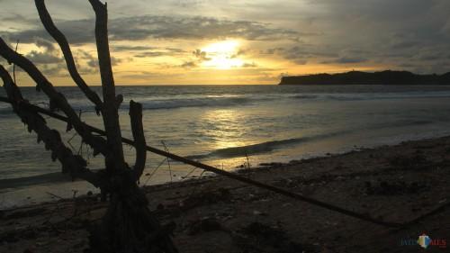 Pantai Gondo Mayit, salah satu wisata di Kabupaten Blitar. (Foto : Aunur Rofiq/BlitarTIMES)