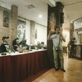 Komikus, aktivis, dan budayawan Aji Prasetyo saat berbicara dalam Forum Diskusi Terbuka RUU Permusikan. (Foto: Imarotul Izzah/MalangTIMES)