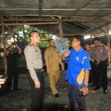 Alimun (Pakaian Biru) saat perang mulut dengan Kapolresta dan Wali Kota Probolinggo sebelum bangunan tempat sabung ayam dirobohkan (Agus Salam/Jatim TIMES)