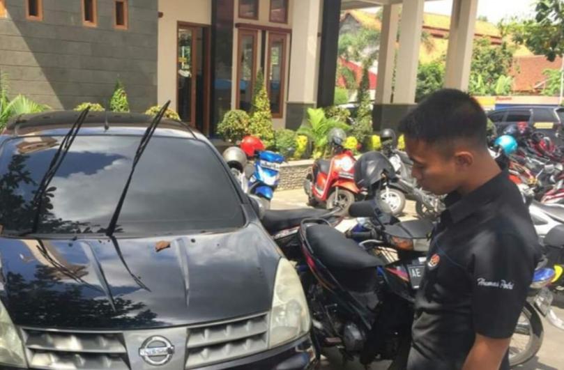 Polisi mengamankan BB penipuan di Polres Blitar Kota.(Foto : Ist)