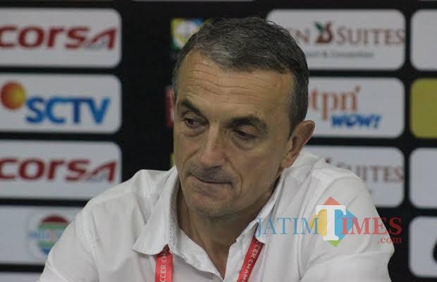 Pelatih kepala Arema Milomir Seslija (Hendra Saputra)