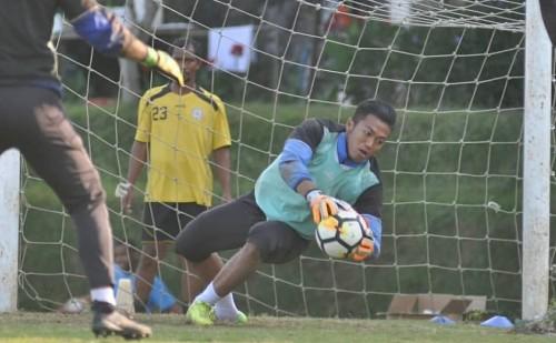 Utam Rusdiana saat menjalani latihan bersama Arema FC. (official Arema FC)