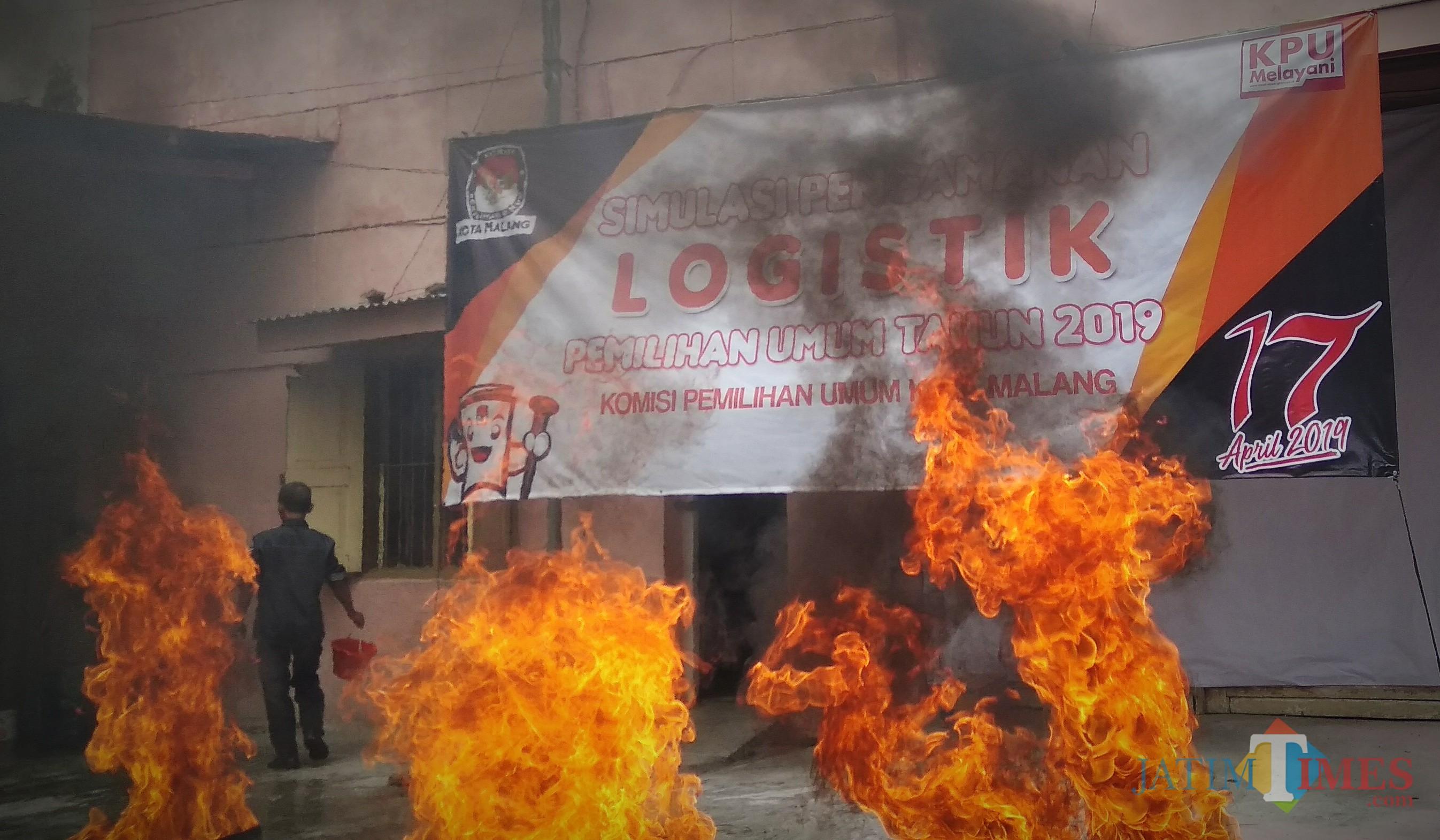Situasi saat simulasi pengamanan logistik Pemilu 2019 yang digelar KPU Kota Malang. (Foto: Nurlayla Ratri/MalangTIMES)