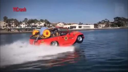 Firefox Merupakan jeep amfibi yang diranjang untuk penyelamatan dan digunakan pemadam kebakaran.