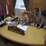 Gubernur Jatim dan Wagub Jatim Tinjau Ruang Kerjanya di Kantor Gubernur Jatim