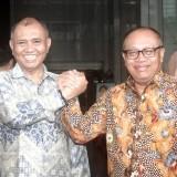 Ketua KPK, Agus Rahardjo (kiri) foto bersama Direkrur Utama BPJS Ketenagakerjaan, Agus Susanto (Kanan). (Foto:  Istimewa)