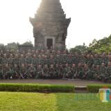Anggota baru Yonif 511/DY saat di Candi Penataran.(Foto : Team BlitarTIMES)