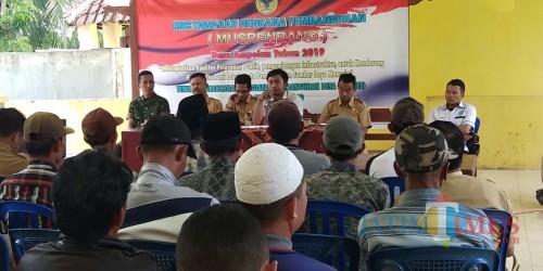 BPD Bersama Kades Ampelan saat melakukan Musrembang sekaligus pembahasan Perdes Cagar Budaya (Jum'at 15/2)