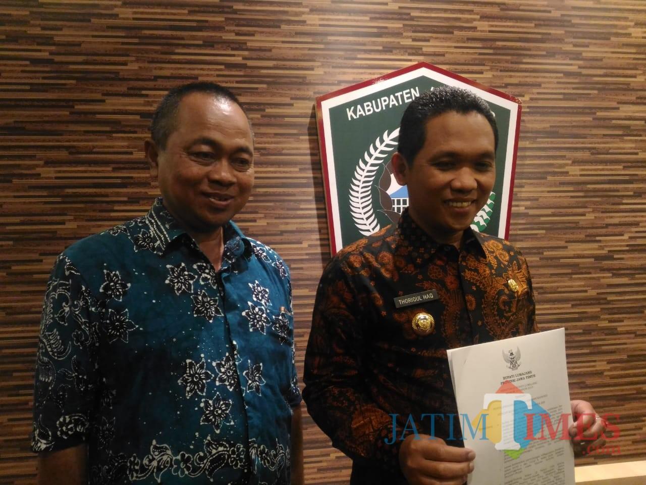 Bupati Lumajang H. Thoriqul Haq bersama Kepala Satpol PP Lumajang (Foto : Moch. R. Abdul Fatah / Jatim TIMES)